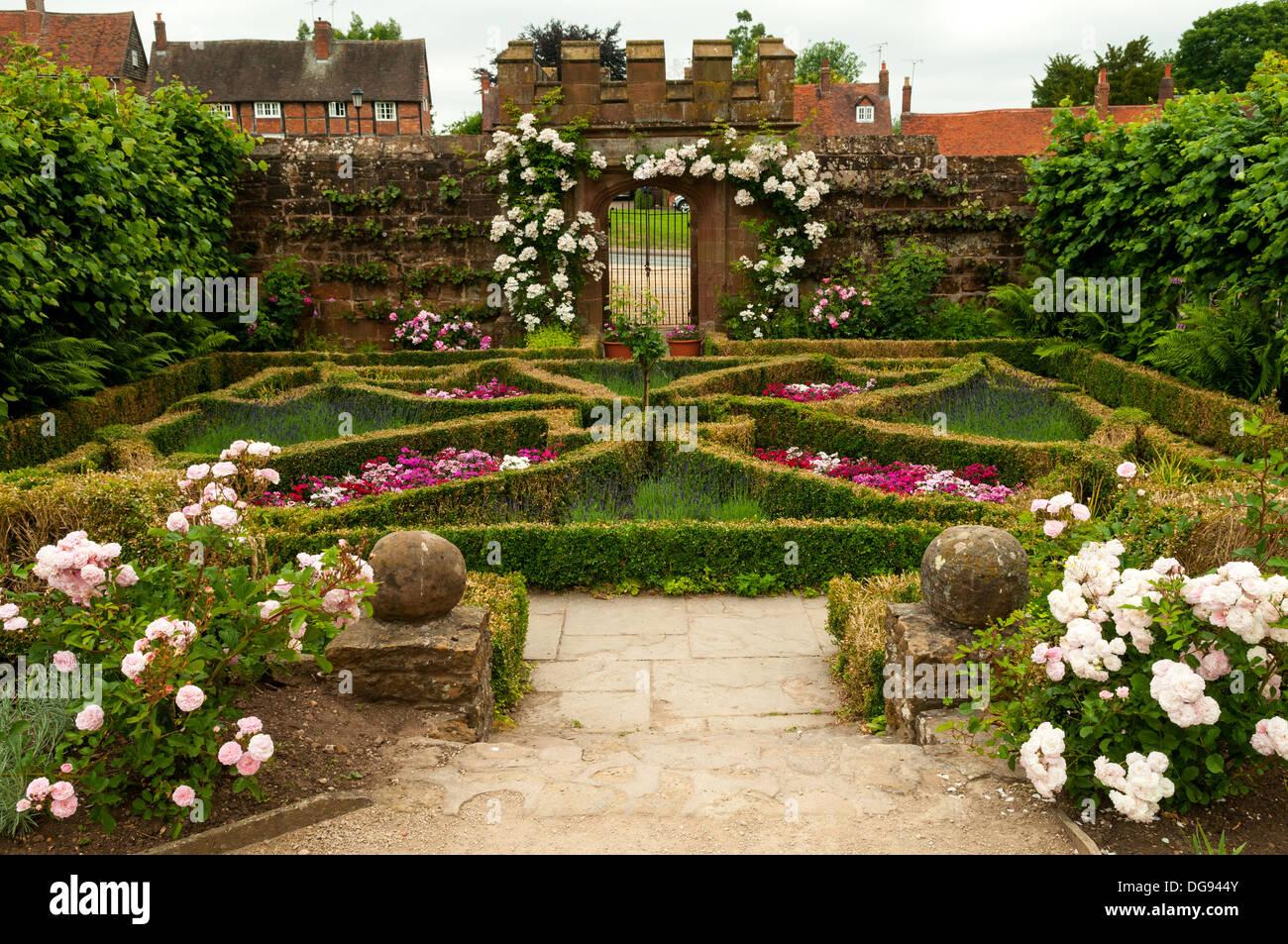 Crystal Gardenia Oud Reviews >> Kenilworth Castle Tudor Garden - Garden Ftempo