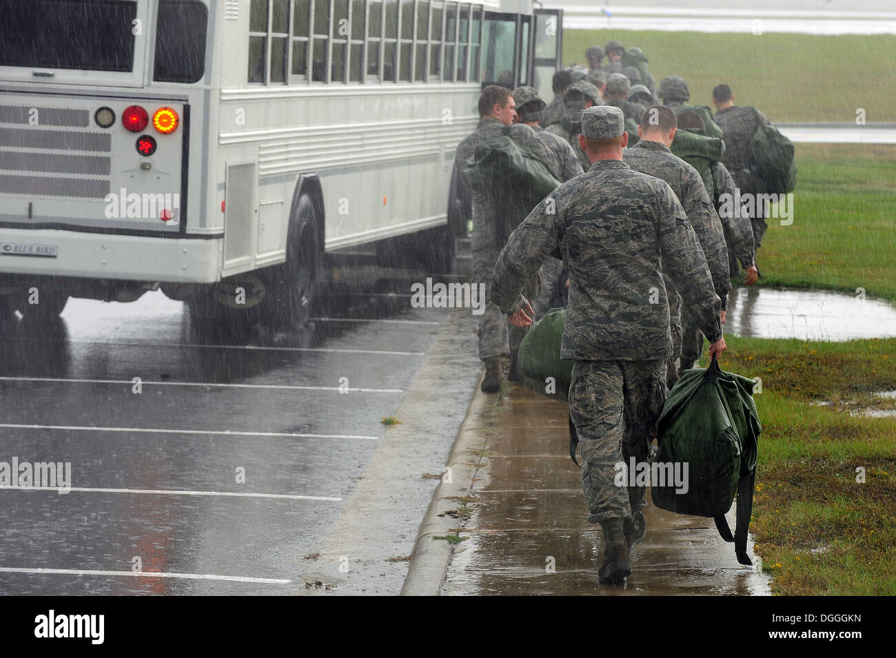 us air force airmen board a bus after processing a deployment line DGGGKN 04 he n stock photos & 04 he n stock images alamy  at bakdesigns.co