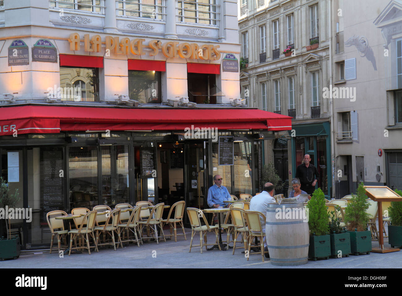 Paris france europe french place saint st georges 9th for Restaurant cuisine francaise paris