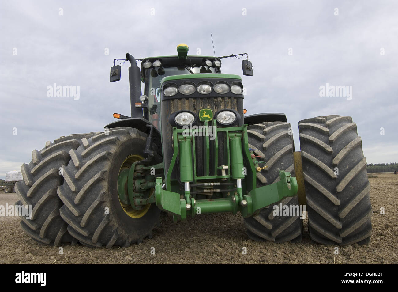 John Deere Dual Wheels : John deere tractor with dual wheels and tyres