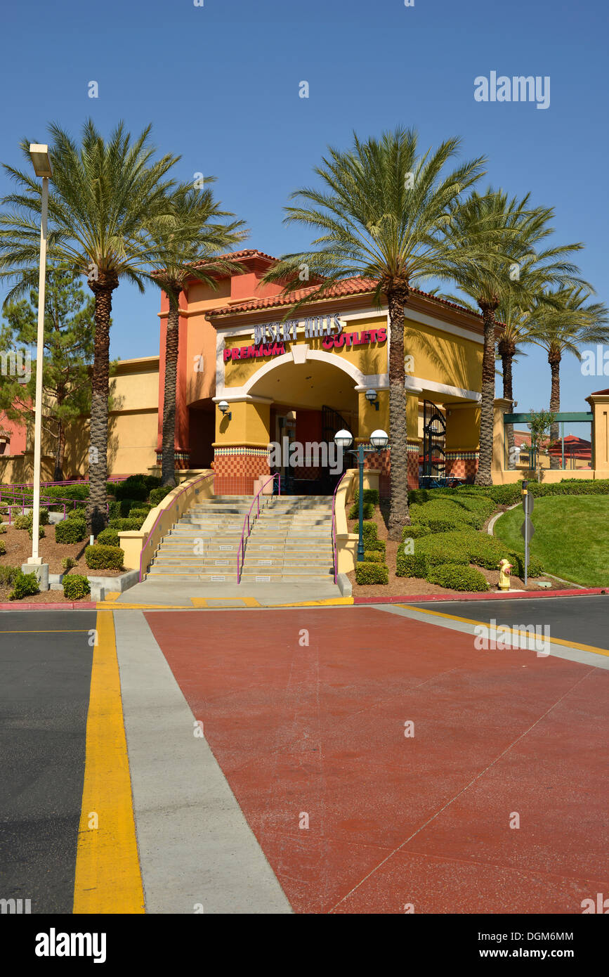 Desert hills premium outlets outlet centre shopping mall for Shopping in palm springs ca