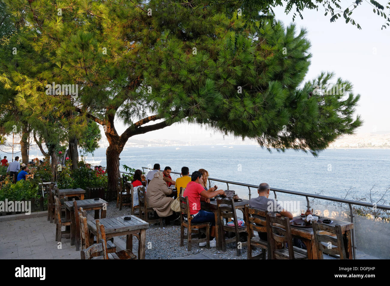Tea garden in Gülhane-Park overlooking the Bosphorus ...