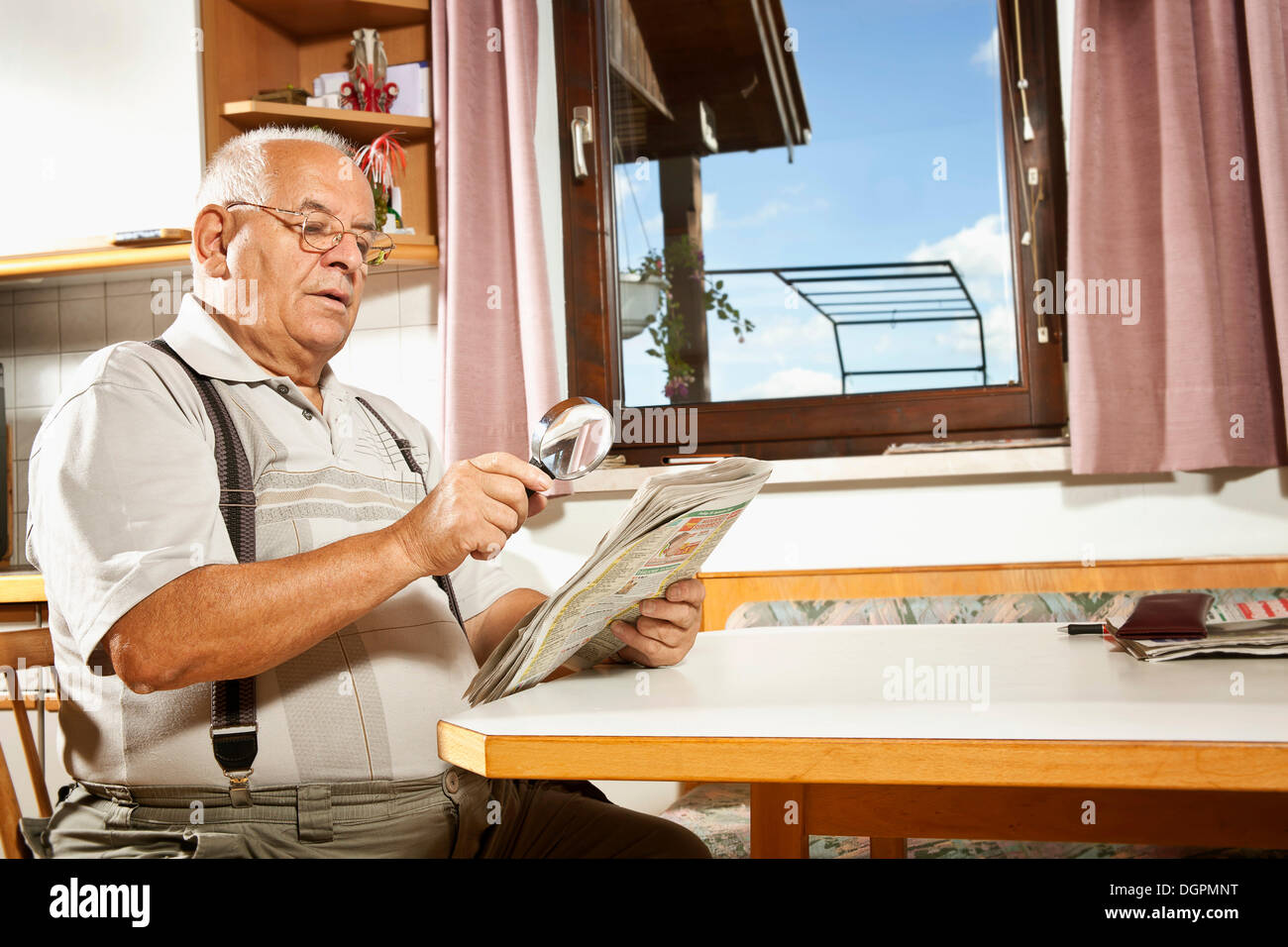 Magnifying Glass For Reading Elderly