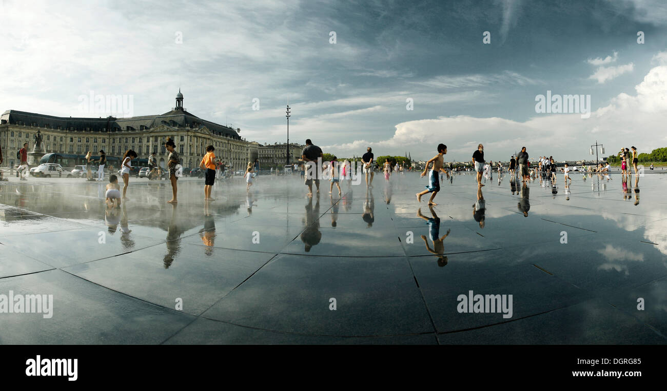 miroir d 39 eau fountain water mirror place de la bourse On mirror pool bordeaux