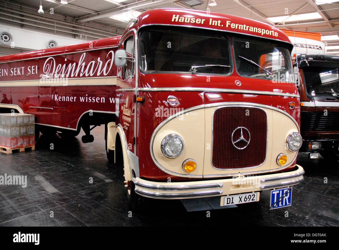 mercedes benz oldtimer truck with deinhard trailer nutzfahrzeug iaa stock photo royalty free. Black Bedroom Furniture Sets. Home Design Ideas