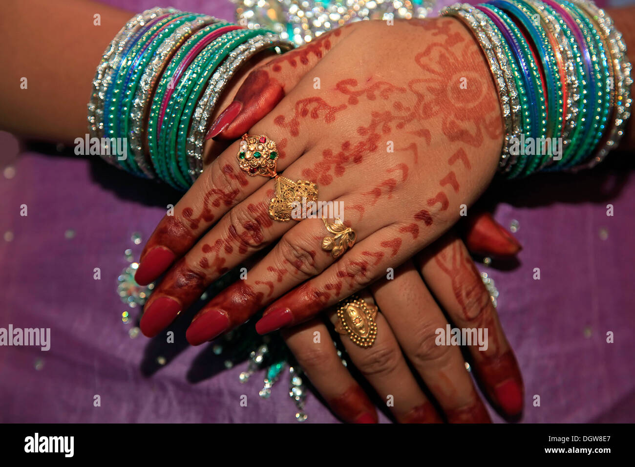 Woman hand with colorful bangles Stock Photo: 62021071 - Alamy