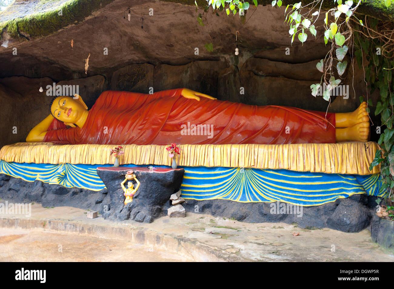Reclining Buddha on the pilgrimsu0027 path Adamu0027s Peak Sri Pada Dalhousie Zentrales Hochland Sri Lanka & Reclining Buddha on the pilgrimsu0027 path Adamu0027s Peak Sri Pada ... islam-shia.org