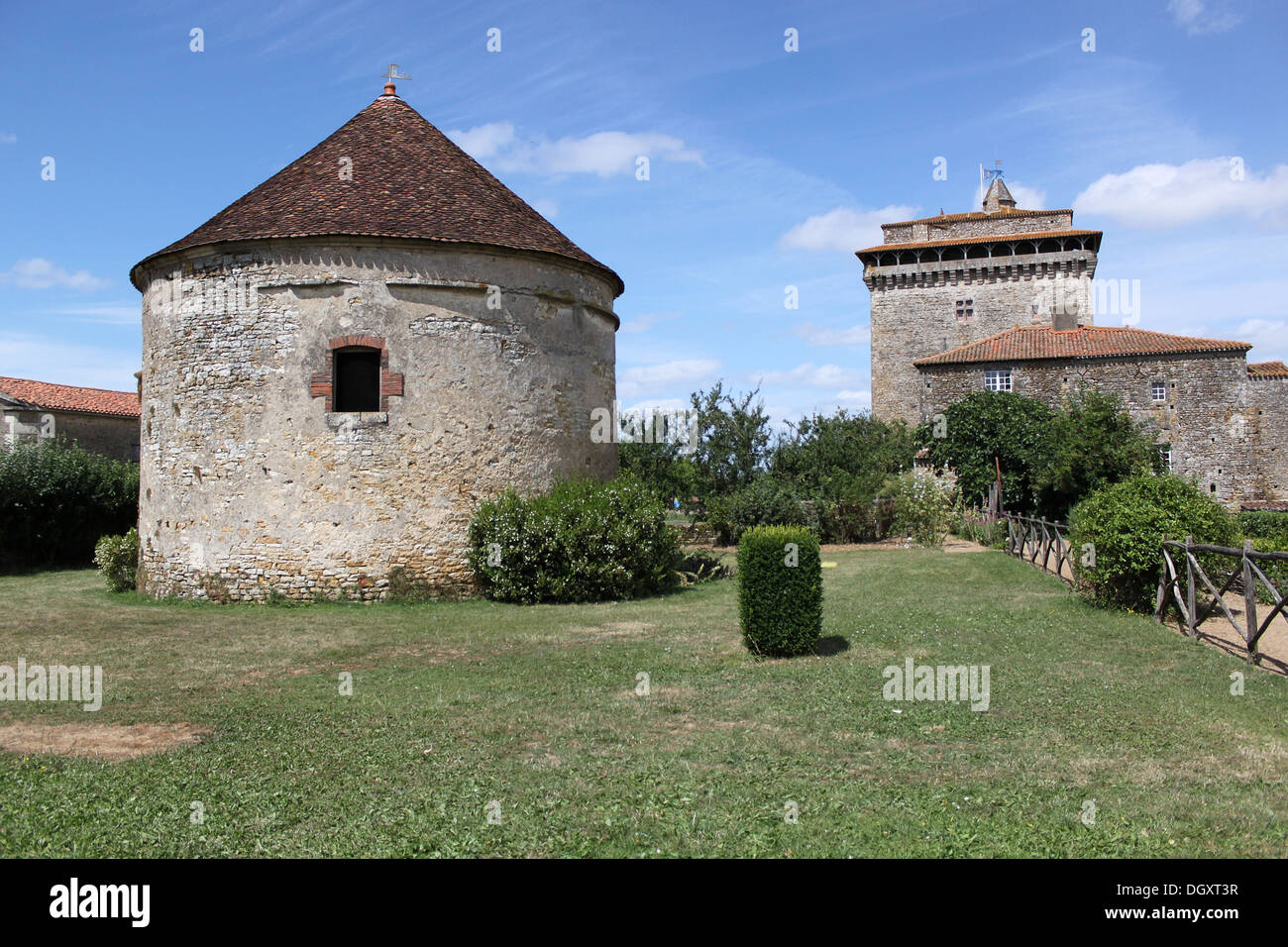 Historical Pigeon Loft Of Stones   Medieval Garden Of Bazoges En Pareds    Vendée (France)