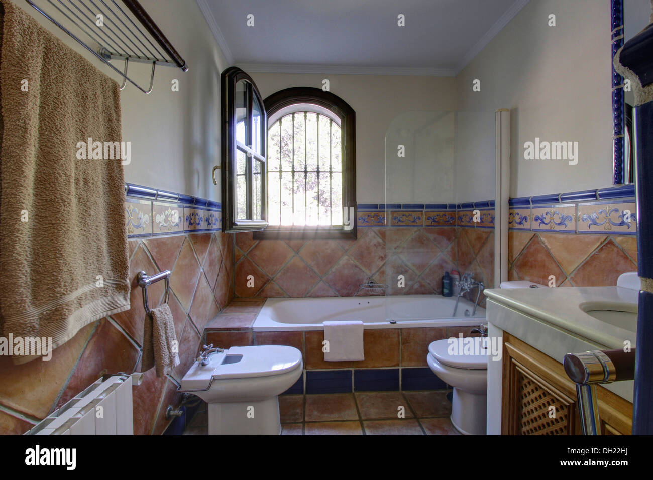 Window open above bath in spanish bathroom with terracotta for Bathroom tiles spain