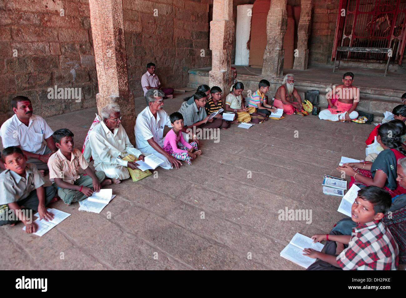 Children learning hindu vedic scriptures from pandit thanjavur ...