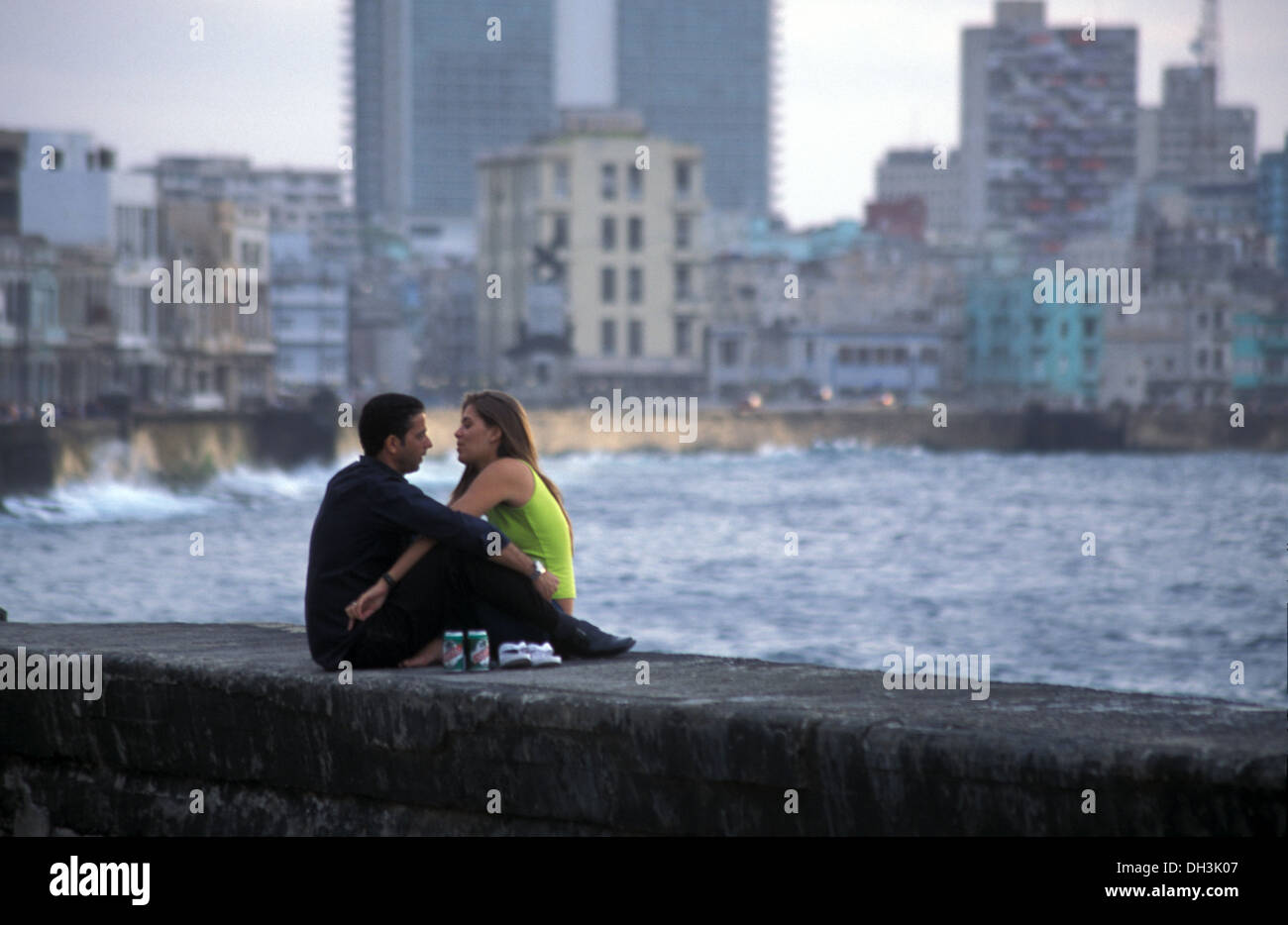 romantic-couple-in-malecon-havana-cuba-D