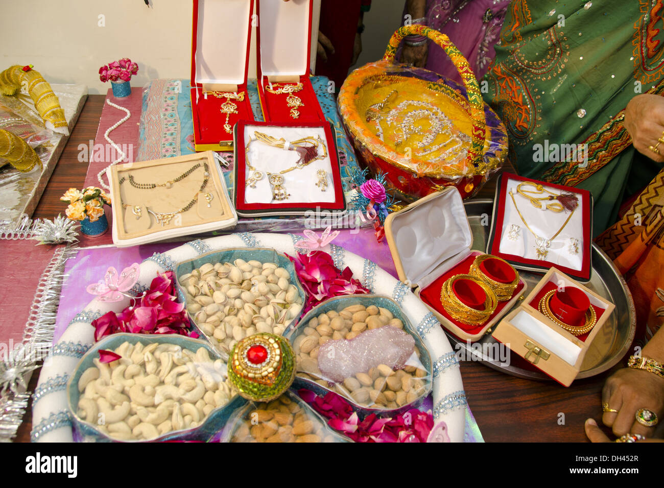Indian Wedding Gift Articles : Dowry gifts jewellery dry fruits decorative packing for Indian Stock ...