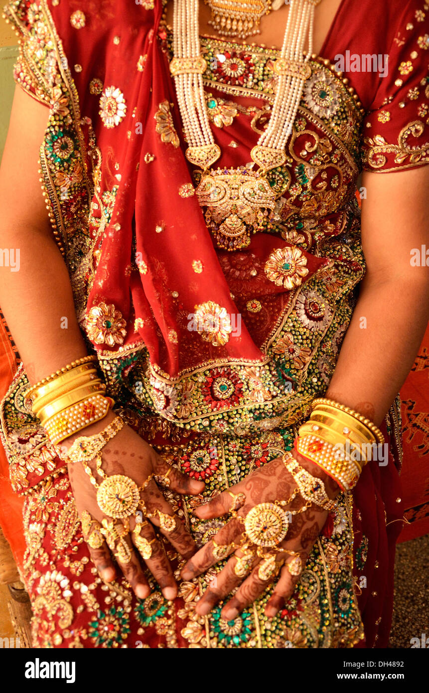 indian bride woman wearing traditional gold jewellery in hands ...