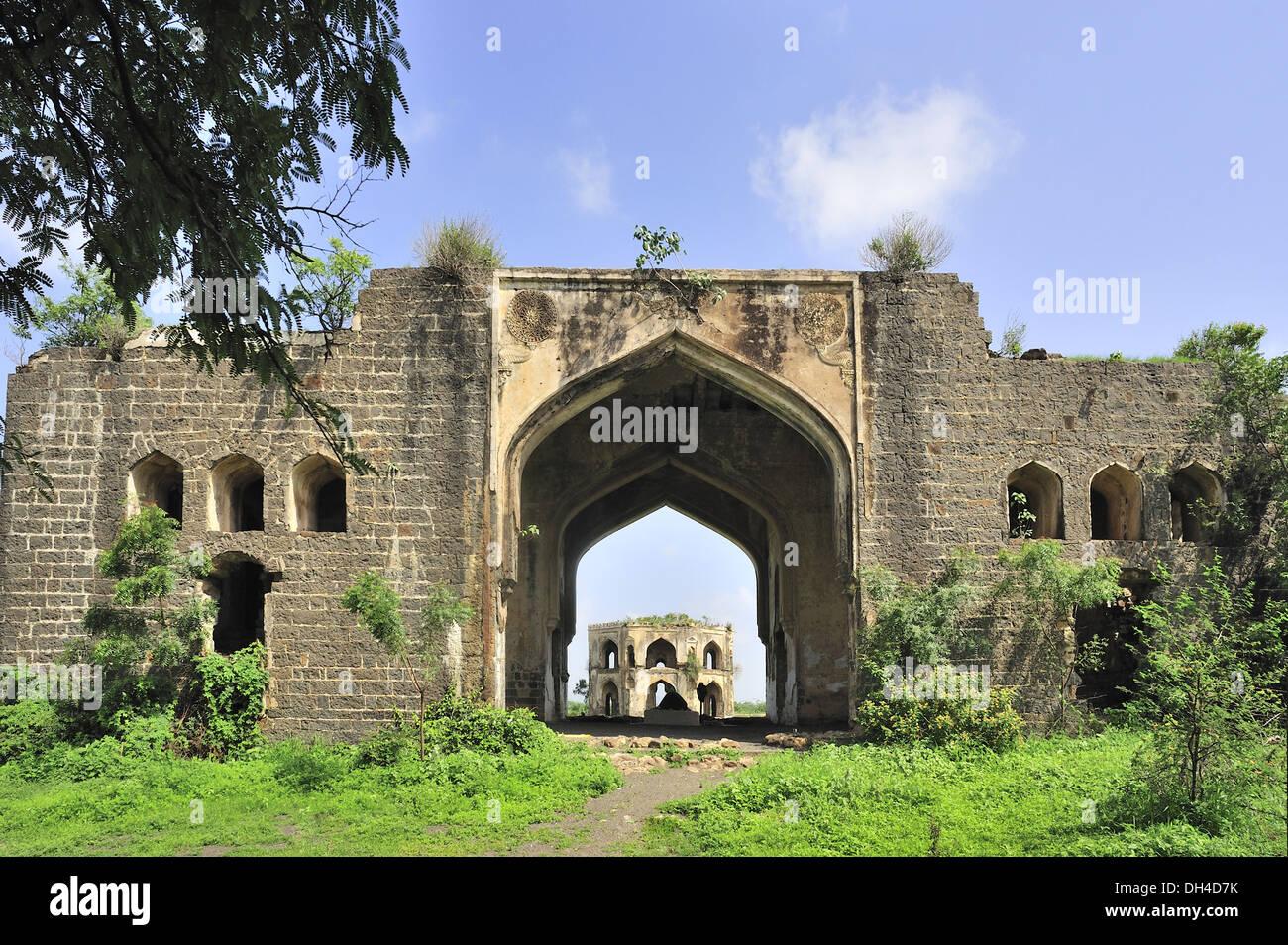 chand bibi Chand bibi tomb aka chand bibi mahal (sonewadi), is located around 15 km  away from swastik chowk pune bus stand in ahmednagar.