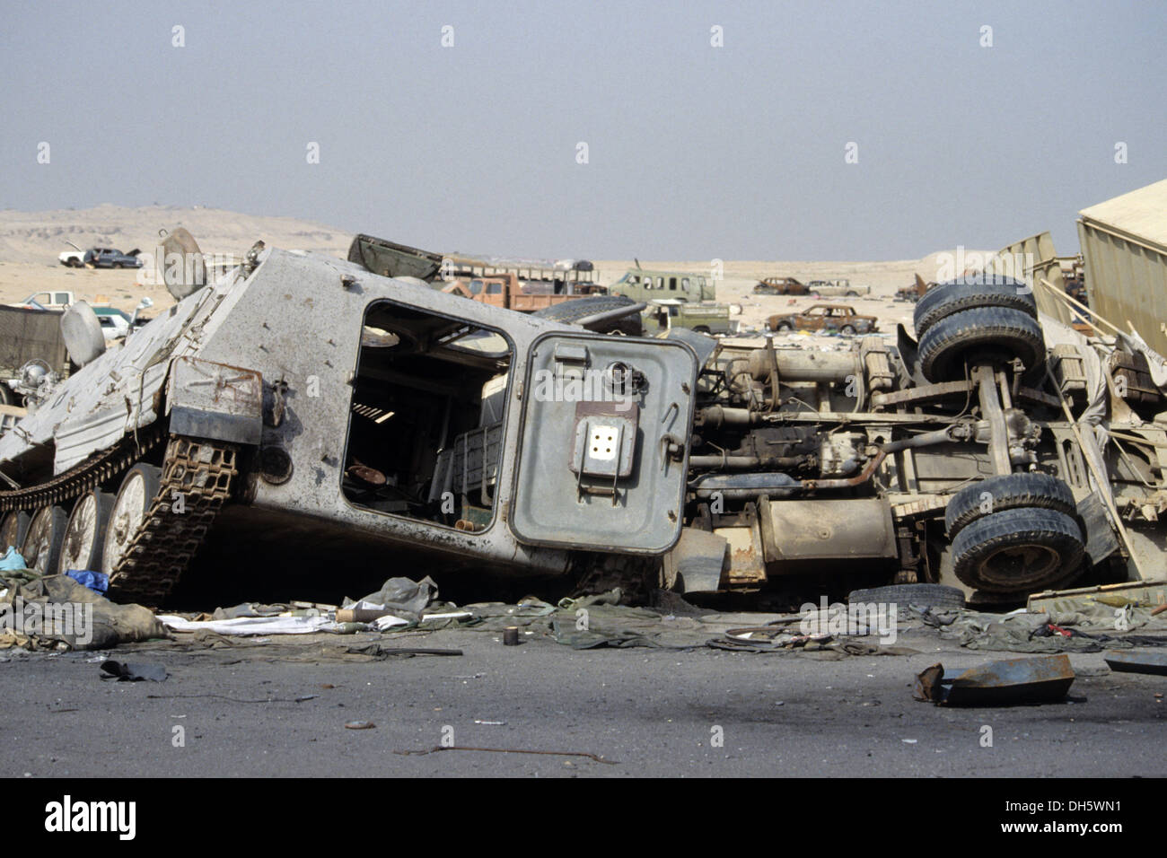 The aftermath of the 1991 gulf war in kuwait the death highway the aftermath of the 1991 gulf war in kuwait the death highway mutla ridge sciox Gallery