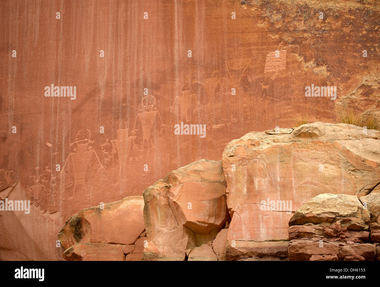 Petroglyphs etched in sandstone symbols mural paintings petroglyphs etched in sandstone symbols mural paintings depicting fremont anasazi navajo and anglo saxon cultures buycottarizona Images
