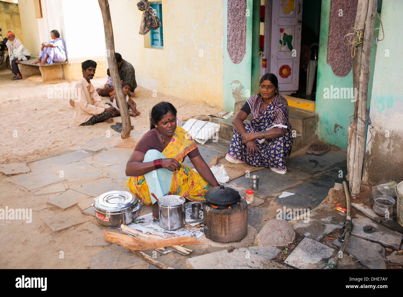http://c8.alamy.com/comp/DHE7AY/indian-woman-cooking-dosa-for-people-outside-a-rural-village-house-DHE7AY.jpg Indian Woman Cooking