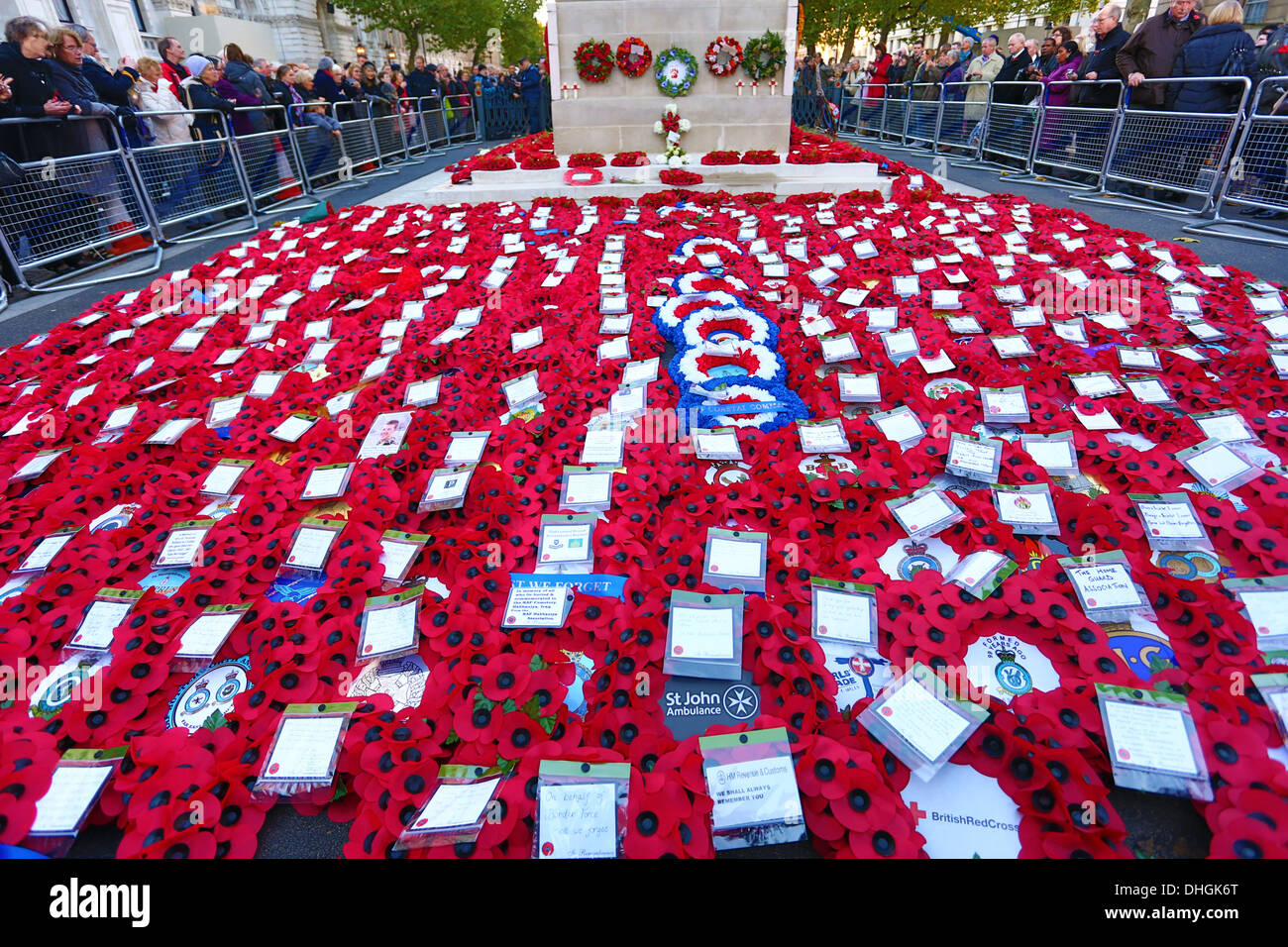 london uk 10th november 2013 red remembrance day poppies and