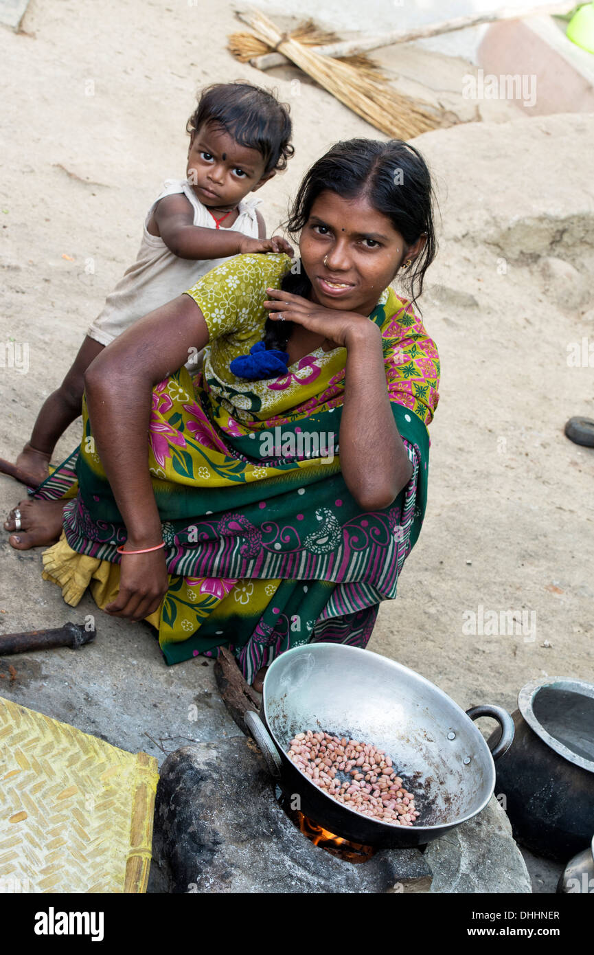 http://c8.alamy.com/comp/DHHNER/indian-teenage-girl-and-child-cooking-peanuts-on-an-open-fire-outside-DHHNER.jpg Indian Woman Cooking