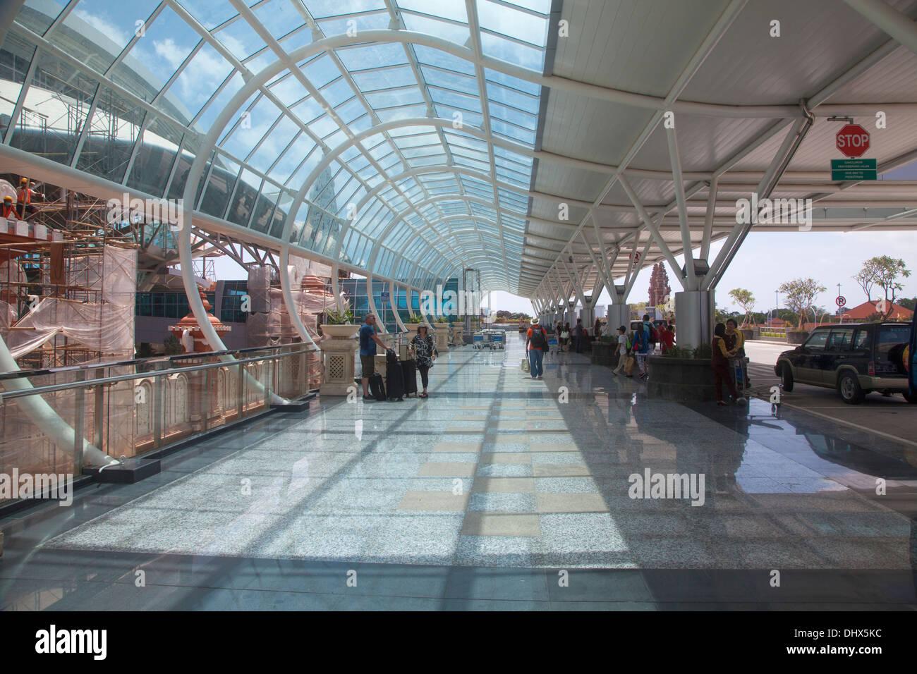 Aeroporto Denpasar : Airport denpasar bali terminal ngurah asia indonesia
