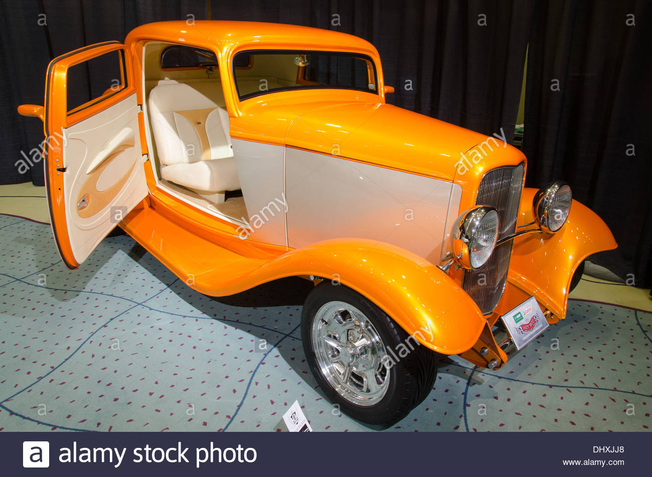 Canada\'s International Autoshow a display of modern and classic cars ...