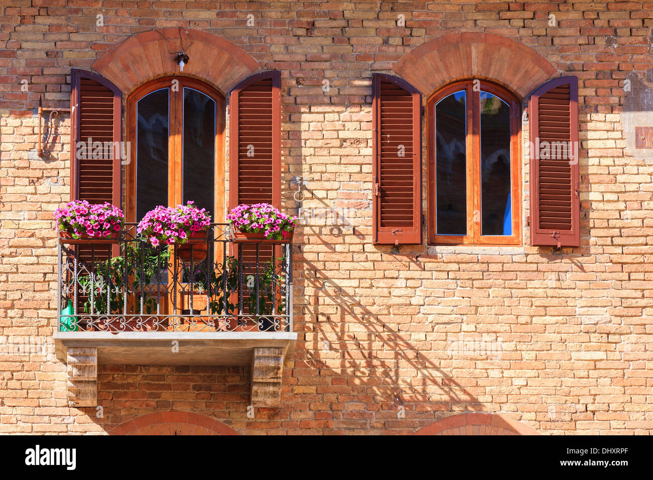Italian balcony with flowers in san gimignano a medieval for Balcony in italian