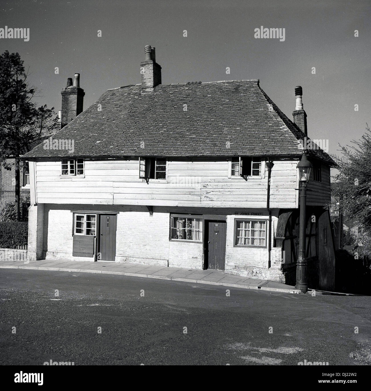1950s Houses 1950s, historical, pair of ancient elizabethan houses stock photo
