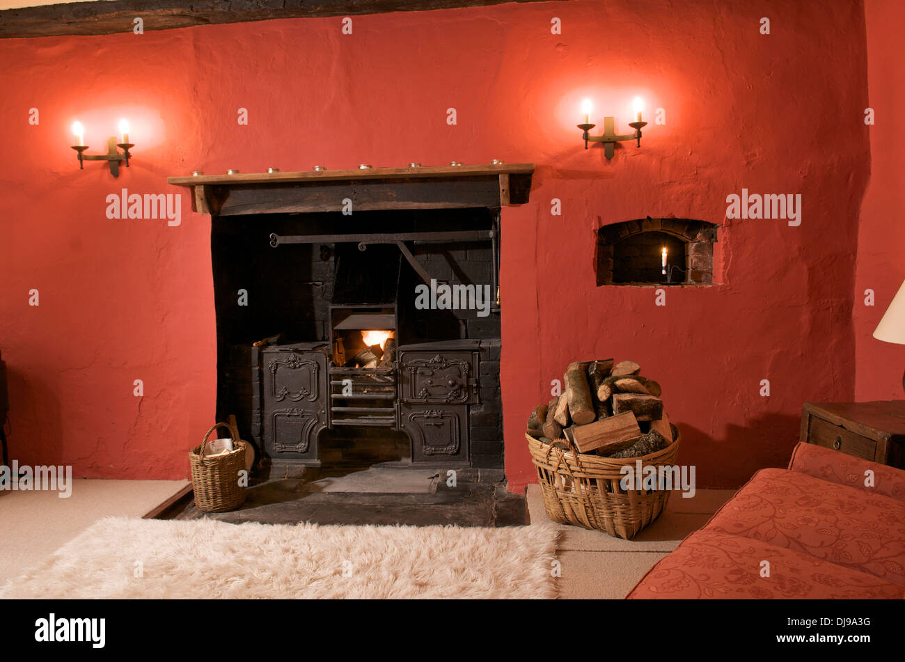 Old fashioned range in fireplace of holiday cottage, Wales, UK - Old Fashioned Range In Fireplace Of Holiday Cottage, Wales, UK