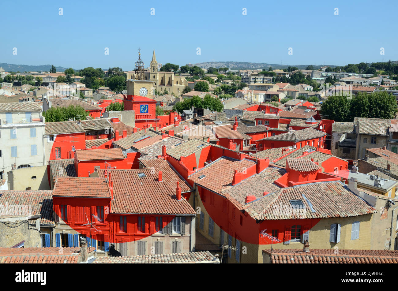 View over salon de provence painted red art installation for Chauffagiste salon de provence