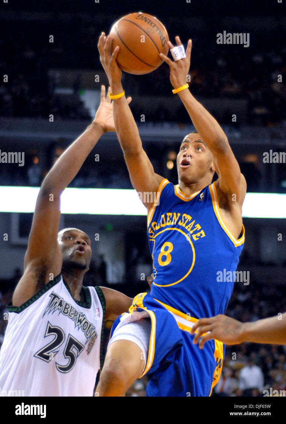 Warriors guard Monta Ellis beats Timberwolves defender Al