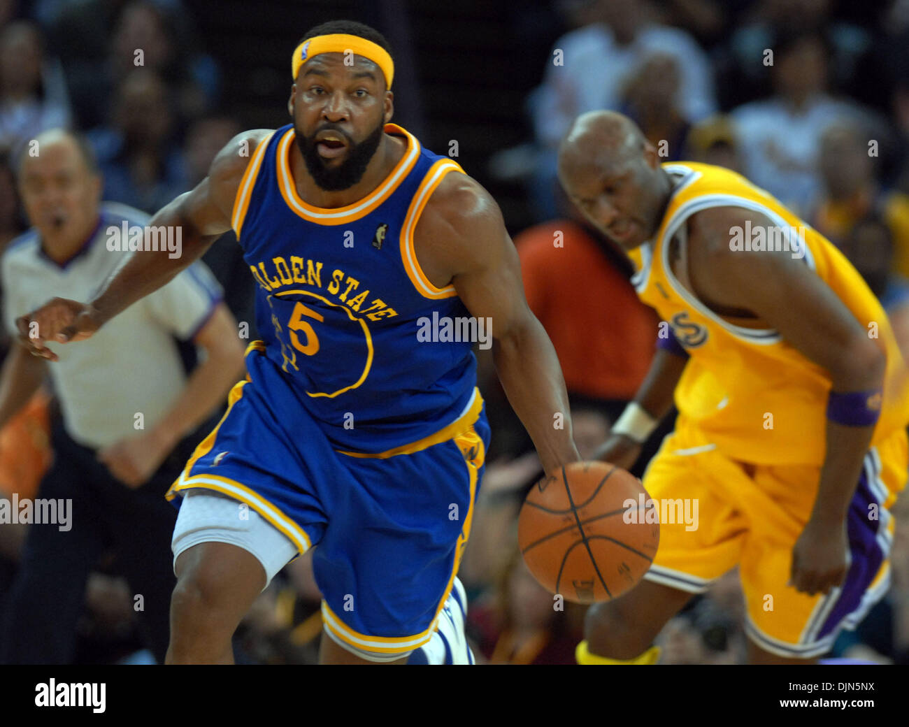 Warrior s Baron Davis drives to the basket in the first half as he