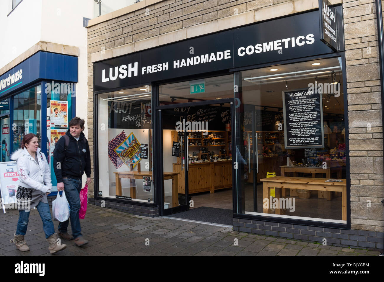 Lush Vapes offers a large variety of Vaporizers, e-liquids, accessories in a friendly, welcoming atmosphere. New or experience vapors, we are here to help! Lush Vapes offers a large variety of Vaporizers, e-liquids, accessories in a friendly, welcoming atmosphere.