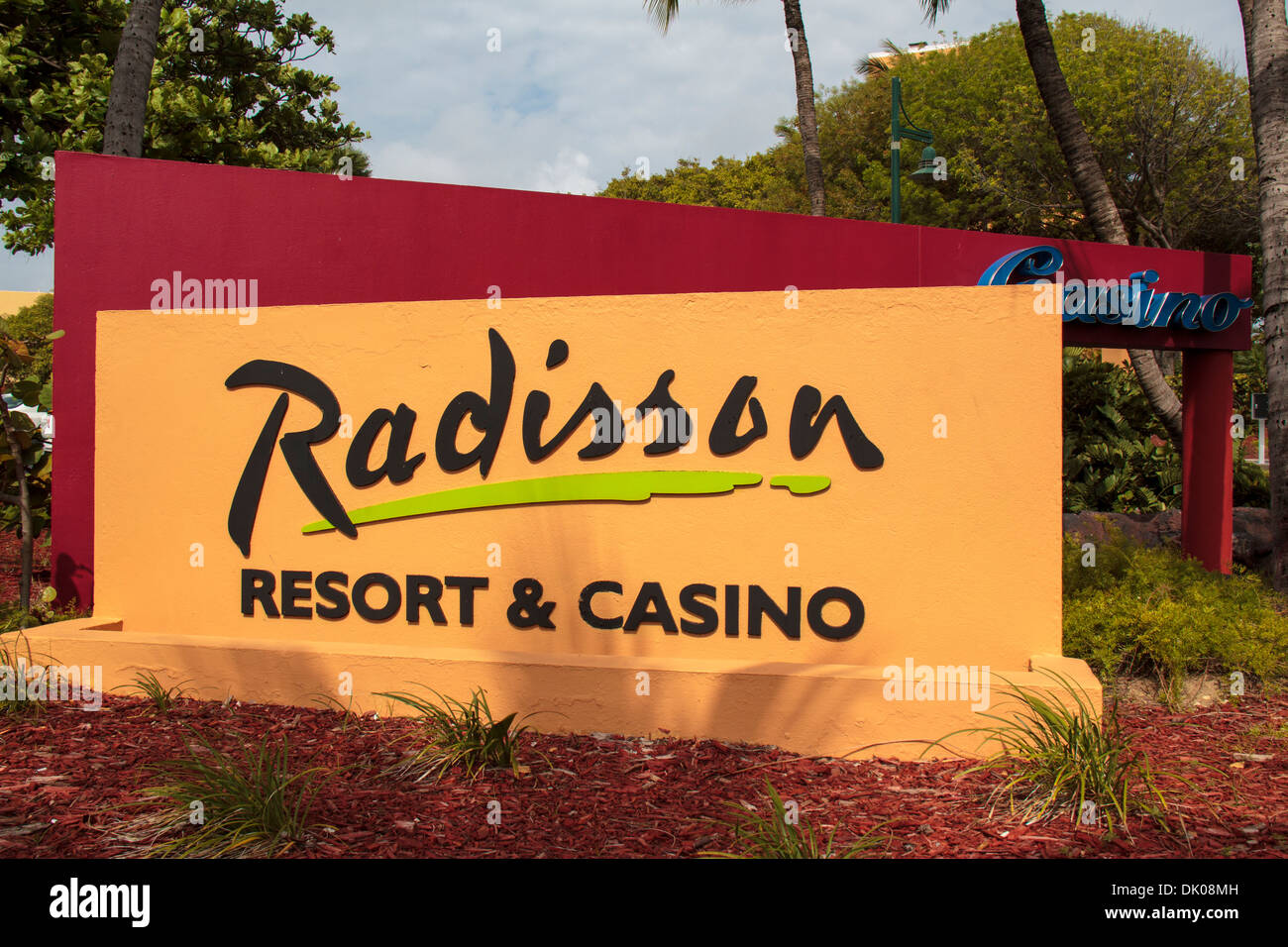 sign for the radisson aruba resort casino & spa entrance from palm