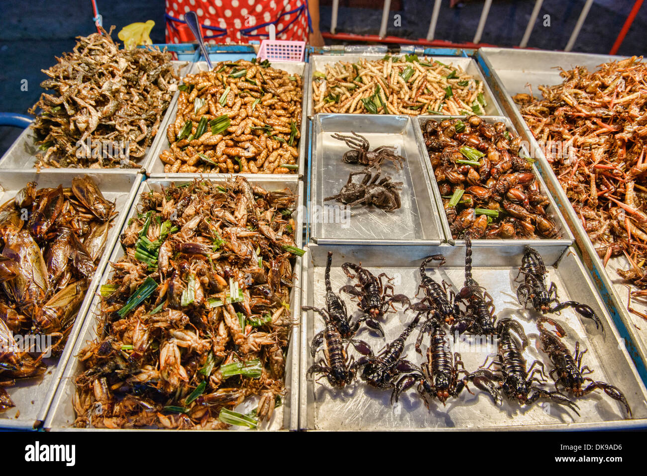 how to go khao san night market