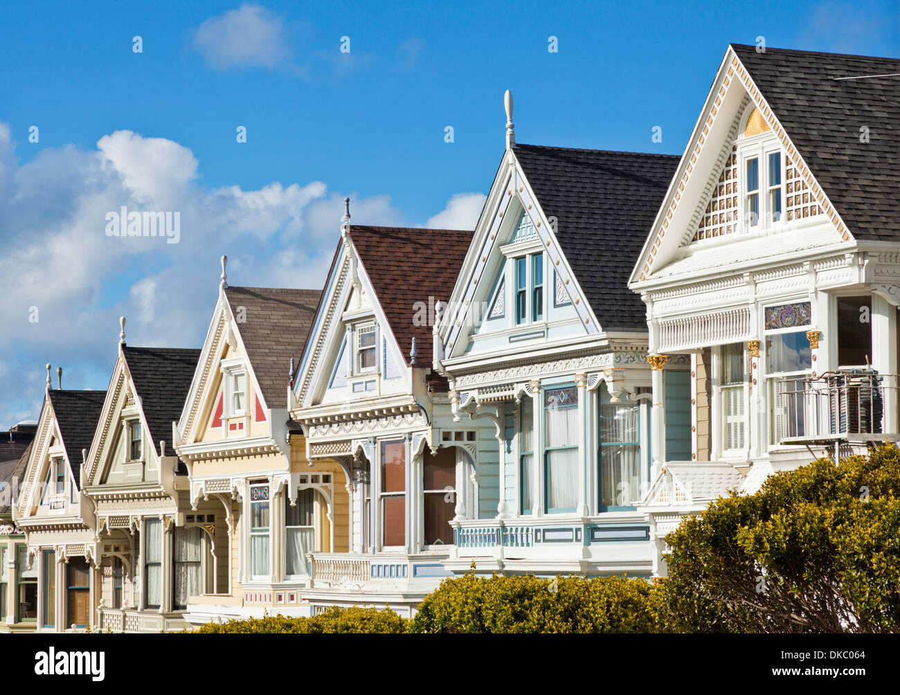 San francisco painted ladies famous well maintained old for San francisco victorian houses