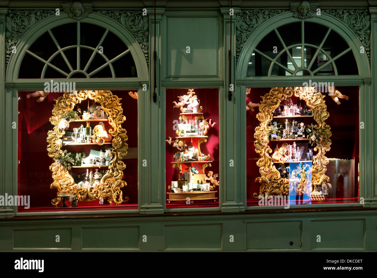 Shop windows at fortnum and mason christmas decorations - Fortnum and mason christmas decorations ...