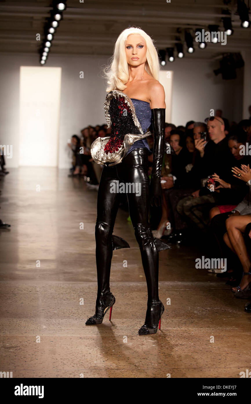 Phillipe blond mercedes benz new york fashion week spring for Mercedes benz new york fashion week