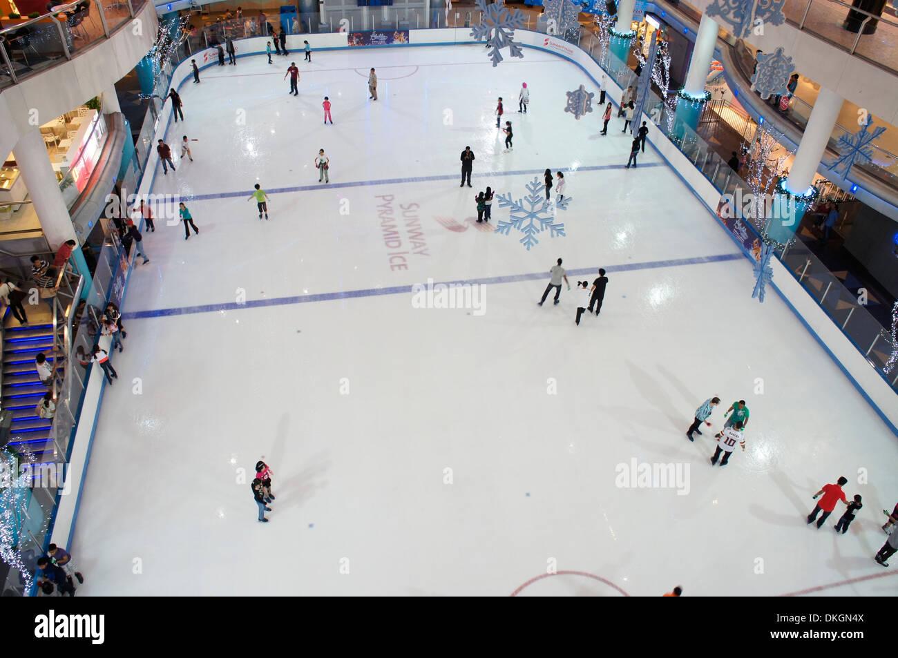 Roller skating rink jakarta - Indoor Ice Skating Rink At Sunway Pyramid Shopping Mall Malaysia Stock Image