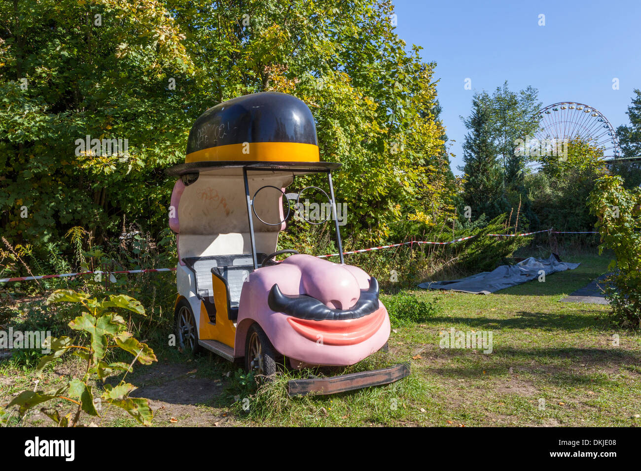 Old car from funfair ride at Spree Park (Kulturpark Plånterwald ...