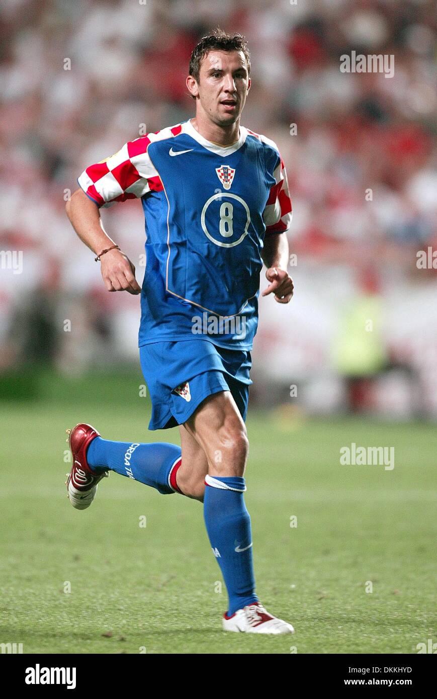 DARIJO SRNA CROATIA & FC SHAKHTAR DONETSK CROATIA V EURO 2004 LUZ