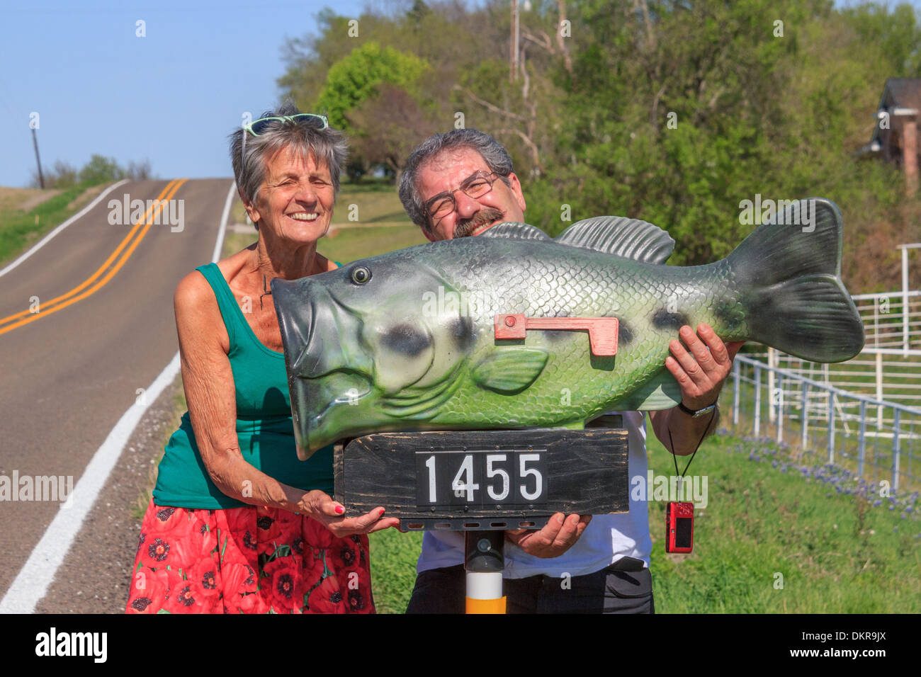 Fun box funny picture funny pic pic of fun funny image - Ennis Texas Usa Bass Fun Funny Good Time Heavy Holding Mail Box Mailbox Seniors Man Woman