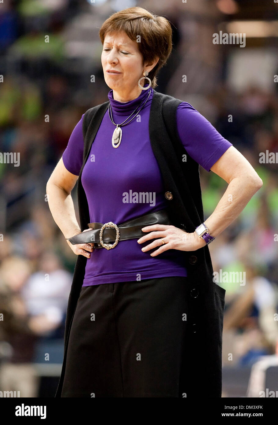 Notre Dame Head Coach Muffet McGraw during first half game ...