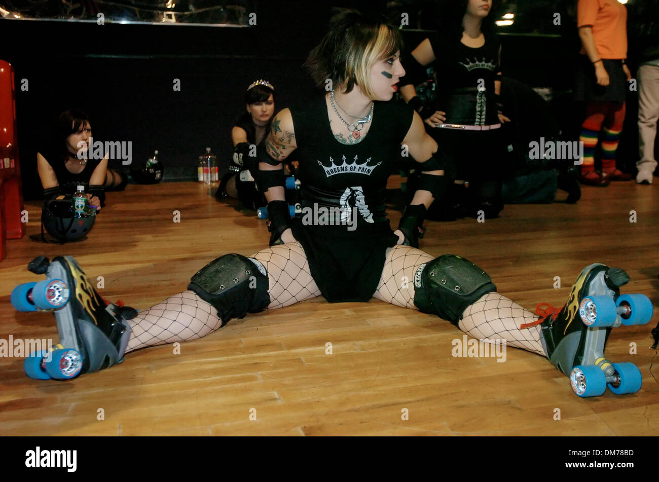 Usa roller skating rink queens - Oct 21 2005 Bronx New York Usa Ny Post Out Queens Of Pain Jammer Suzy Hotrod Stretching Out Prior To Final Bout Gotham Girls Roller Derby 2005