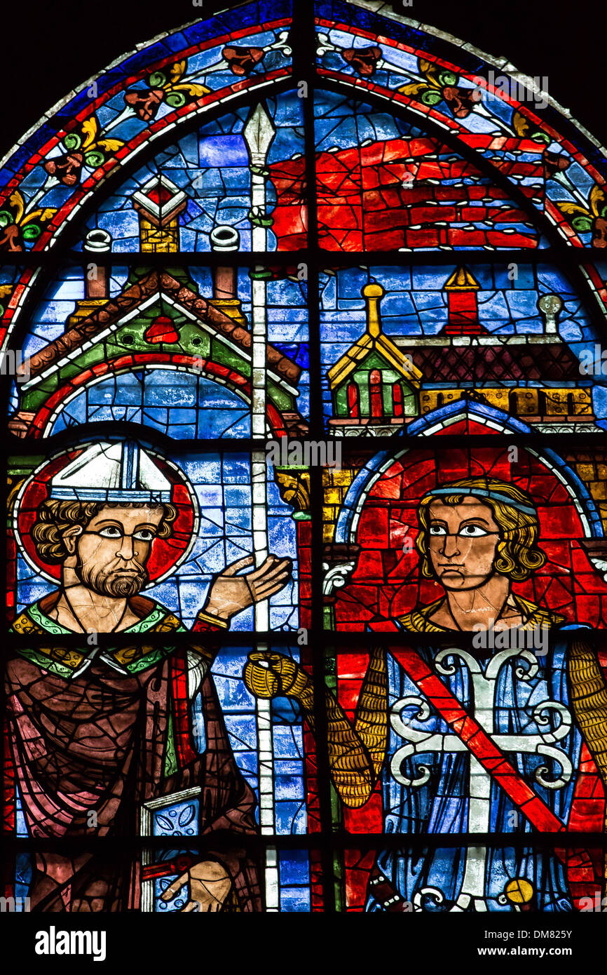 Connu STAINED-GLASS WINDOW OF THE ORIFLAMME OF SAINT-DENIS, ONE OF THE  IS28