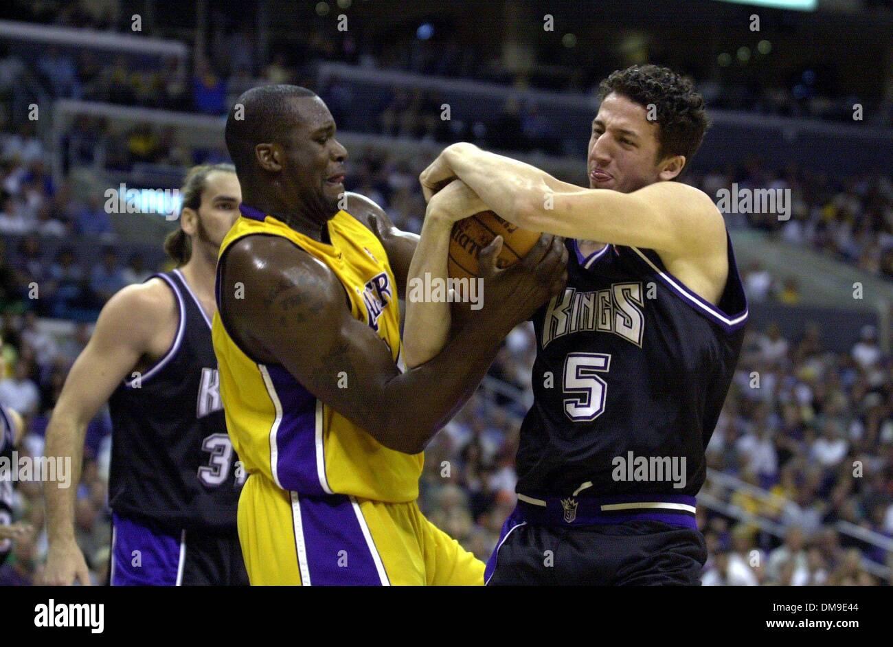 Kings rookie Hedo Turkoglu battles Laker Shaquille O Neal during