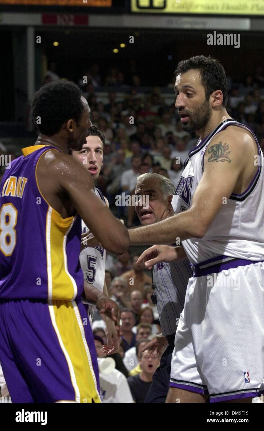 Quarter 4 photo Vlade Divac and Kobe Bryant are at a standoff as