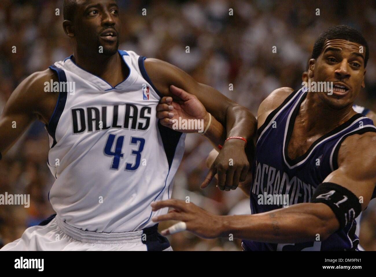 Jim Jackson tries to keep Walt Williams away from the basket in
