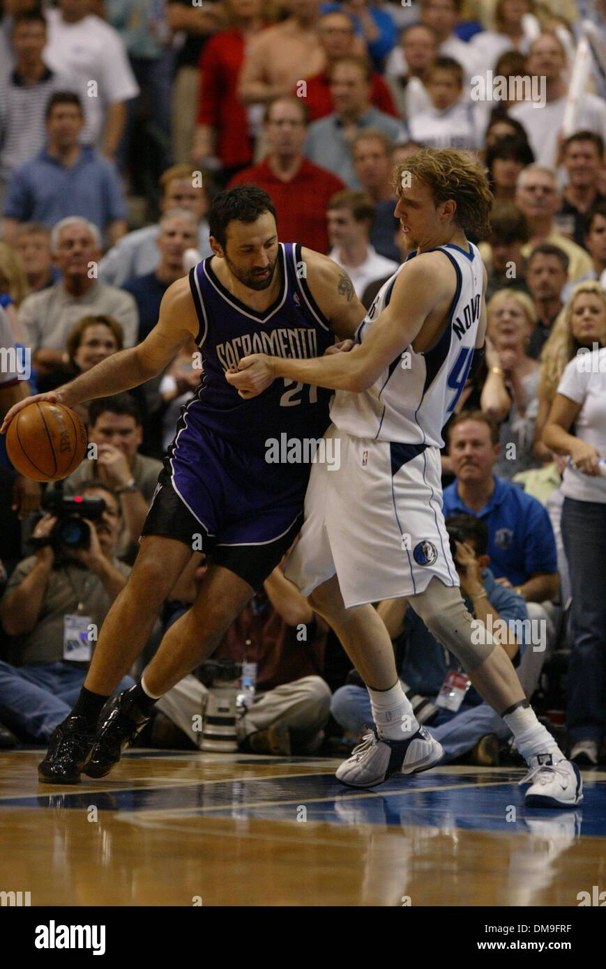 Vlade Divac tries to drive on Dirk Nowitzki in the fourth quarter