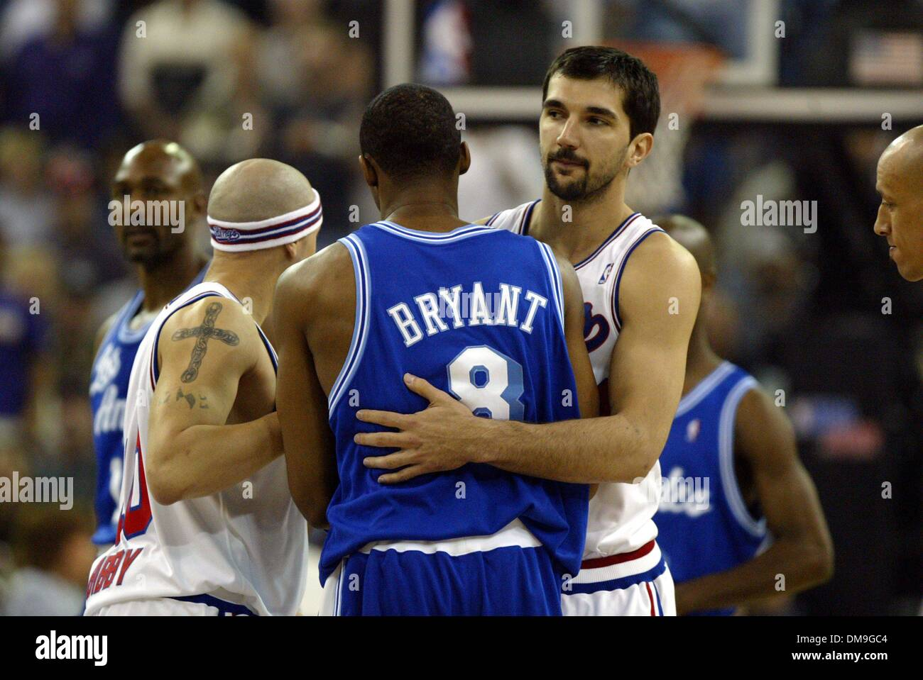 peja-stojakovic-hugs-kobe-bryant-before-