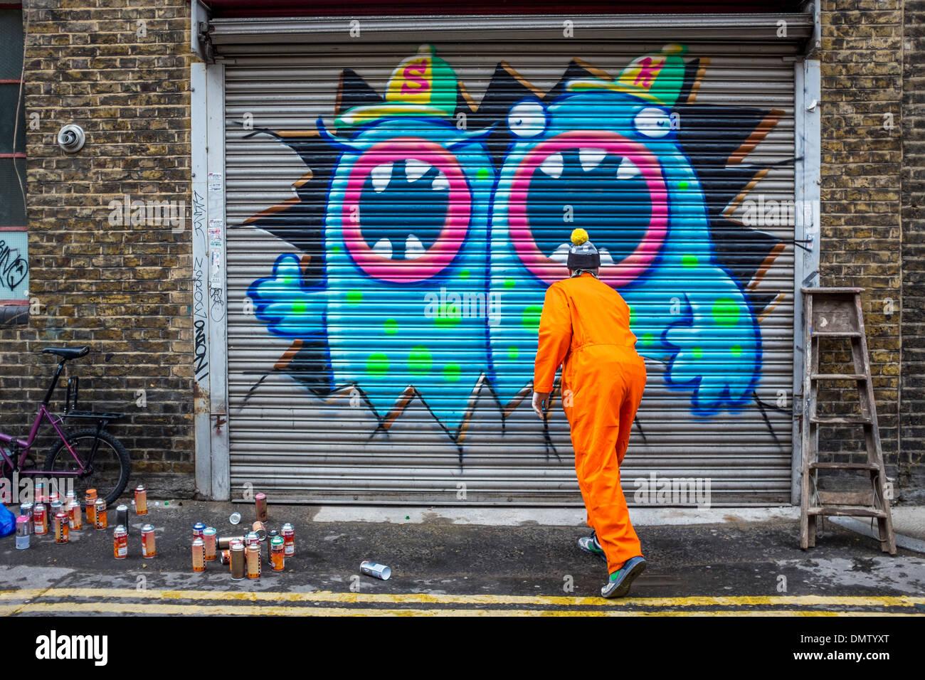 graffiti spray paint uk